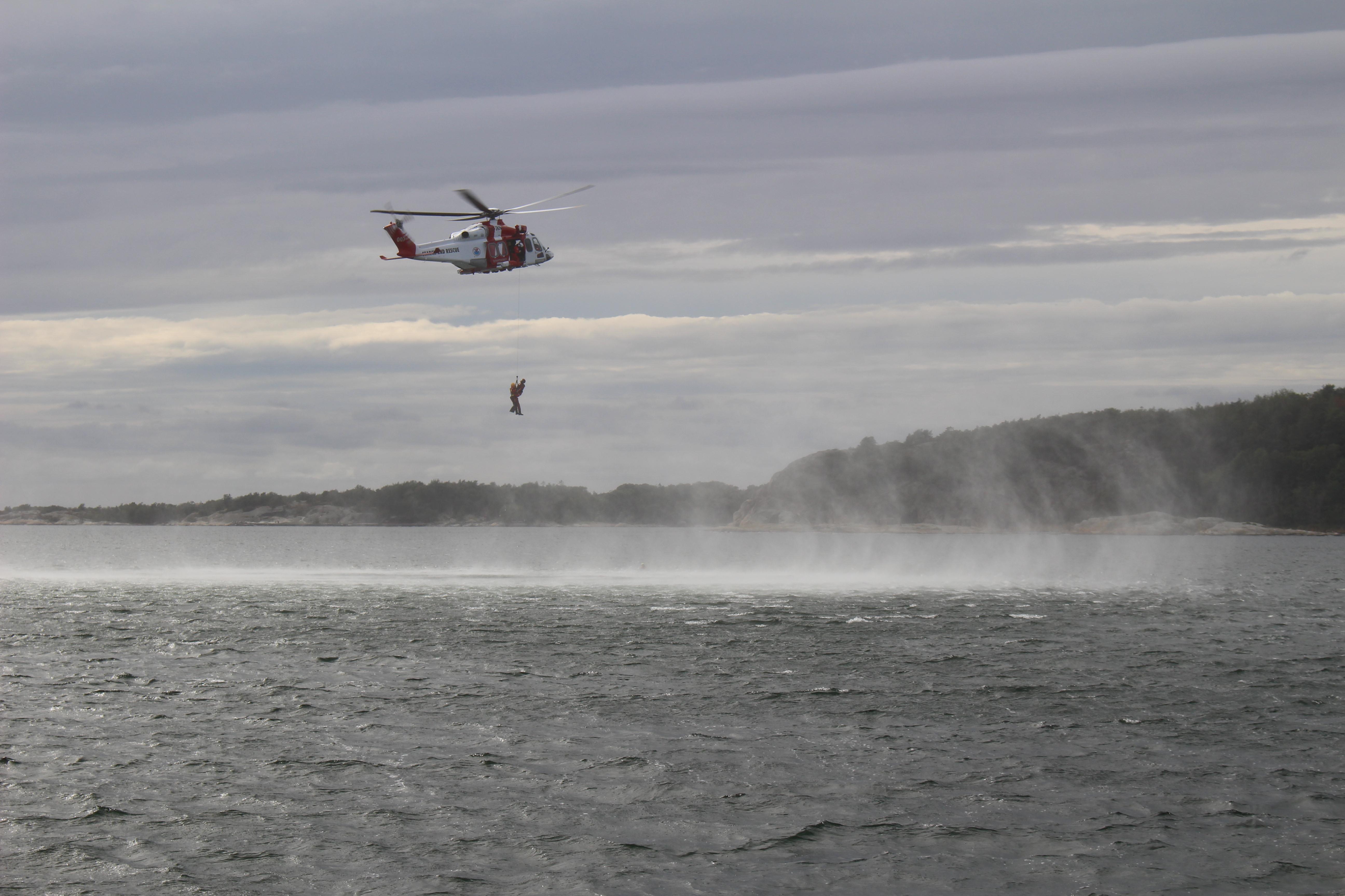 Helikopterräddning på Askimsfjorden